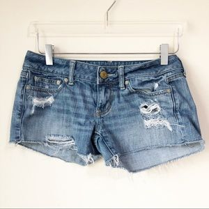 American Eagle | Distressed cut off shorts